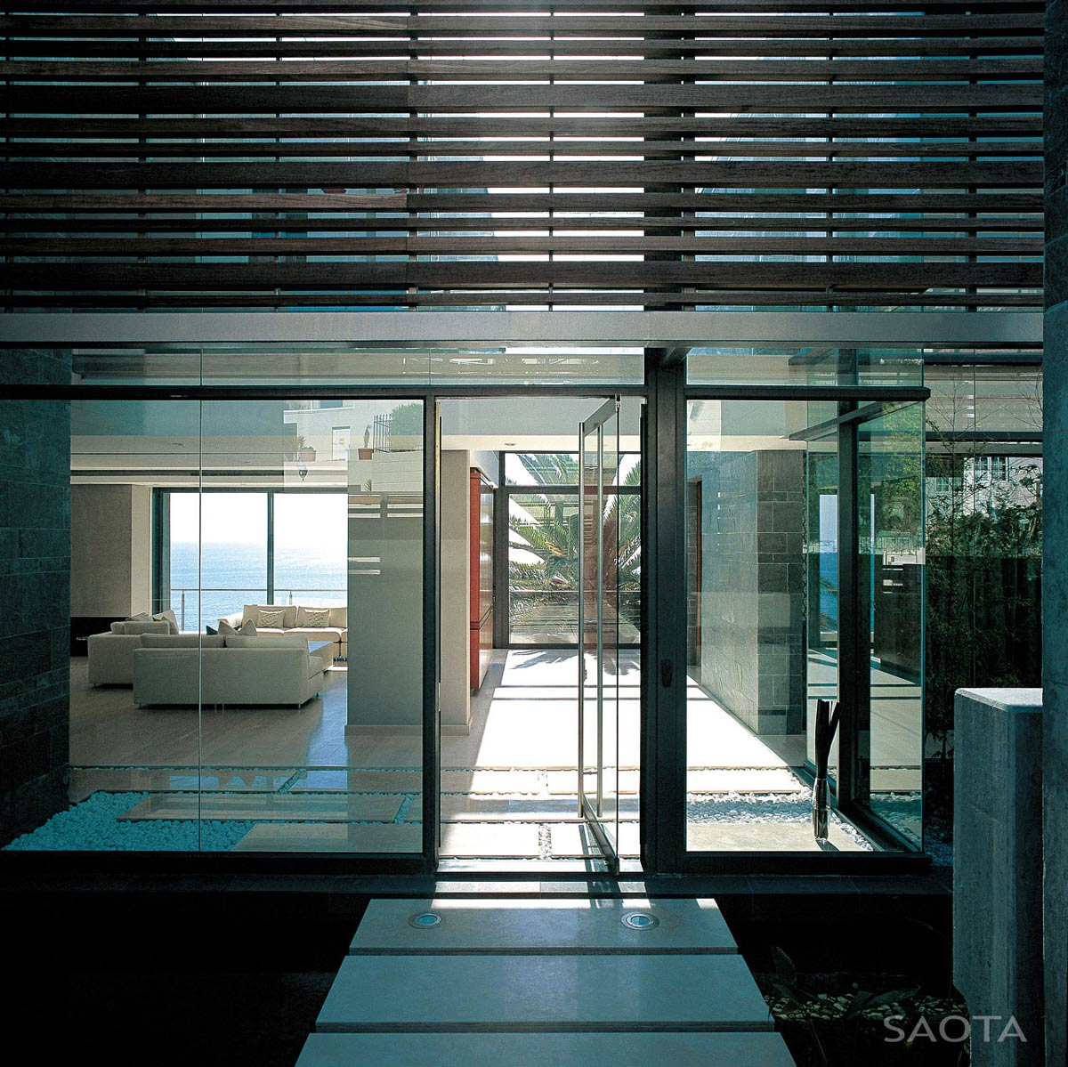 Glass entrance font door st leon 10 in cape town south africa by saota and antoni associates Leon house kitchen design