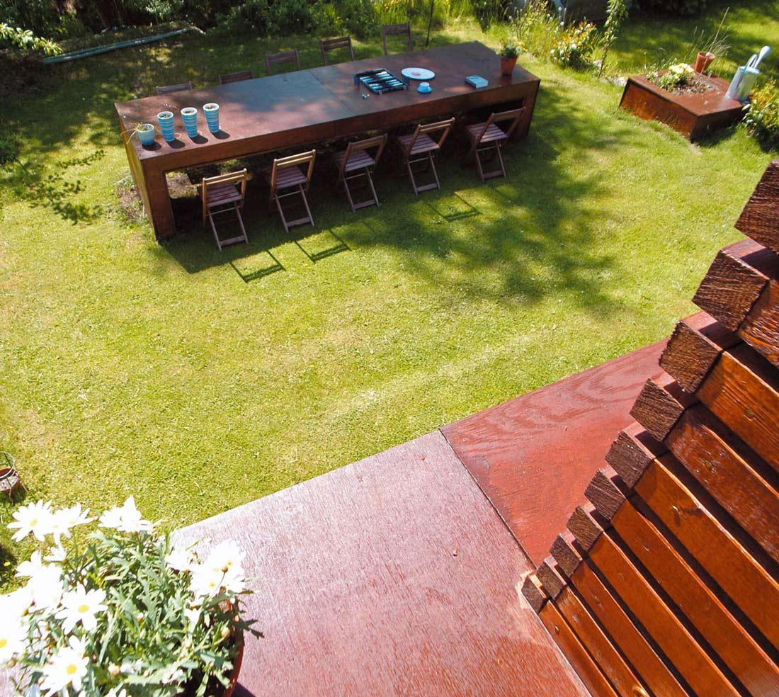 Garden, Dining Table, Casa Kolonihagen in Stavanger, Norway by Tommie Wilhelmsen