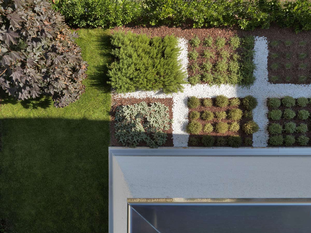 Garden, RGR House in Rimini, Italy by archiNOW!