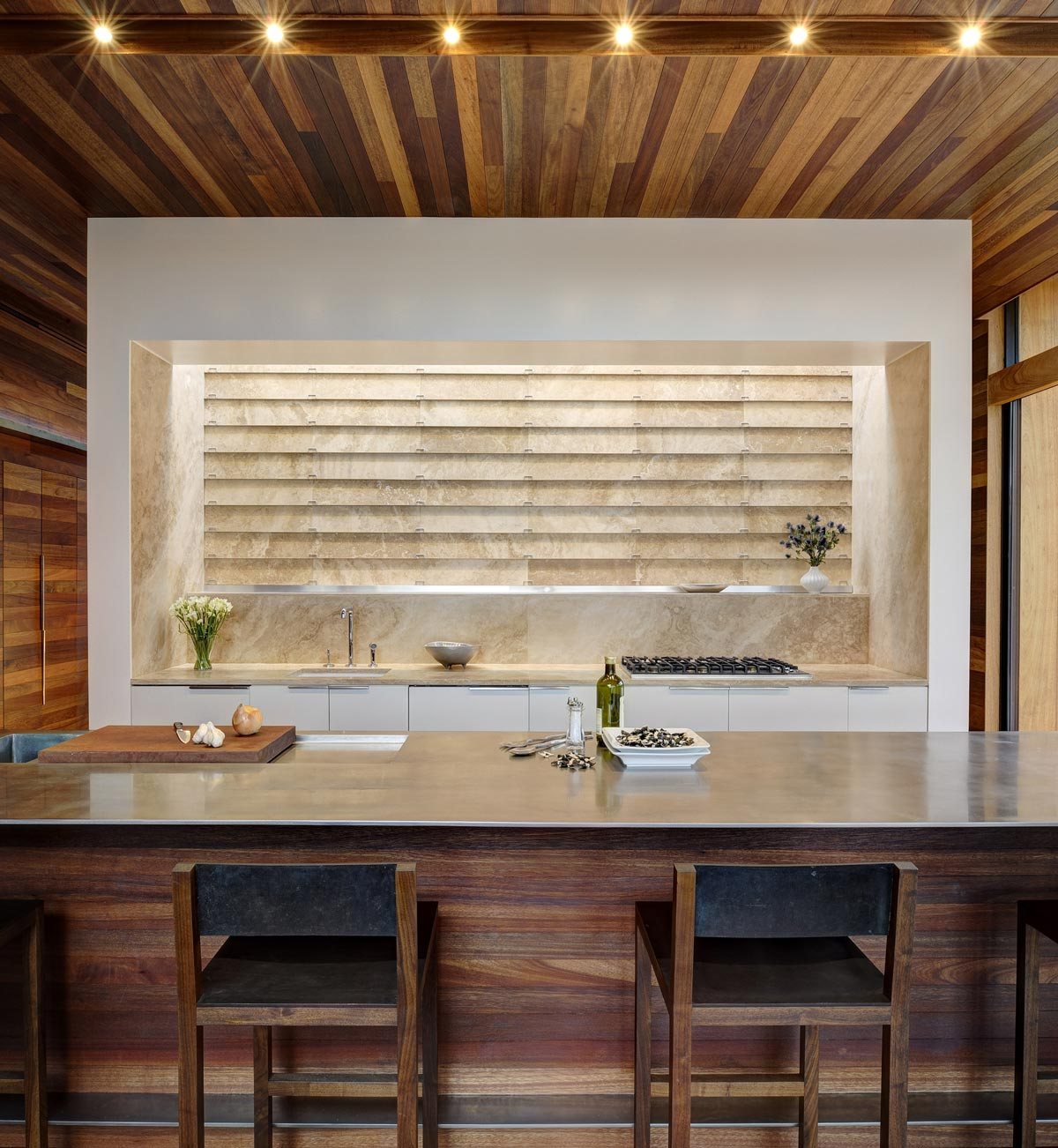 Modern Kitchen, Sam's Creek in Bridgehampton, New York by Bates Masi Architects