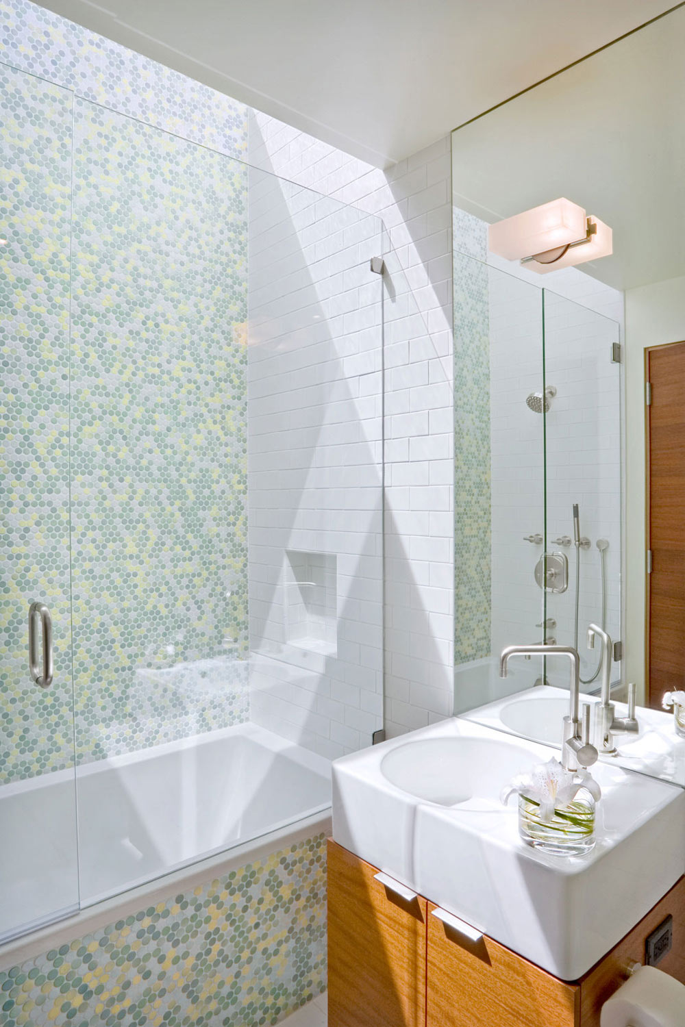 Bathroom, Wheeler Residence in Menlo Park, California by William Duff Architects