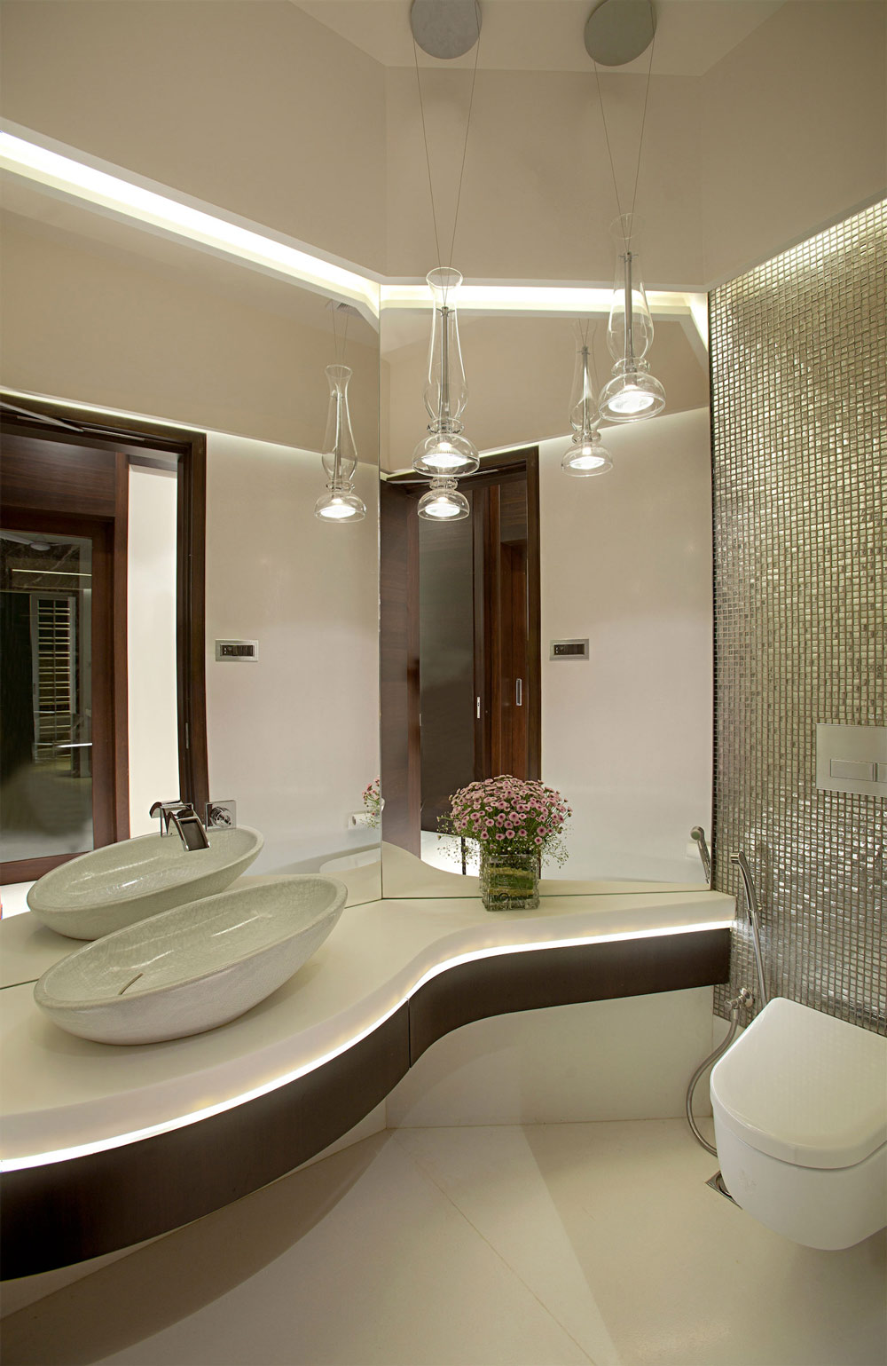 Bathroom, Apartment by the Beach in Mumbai, India by ZZ Architects