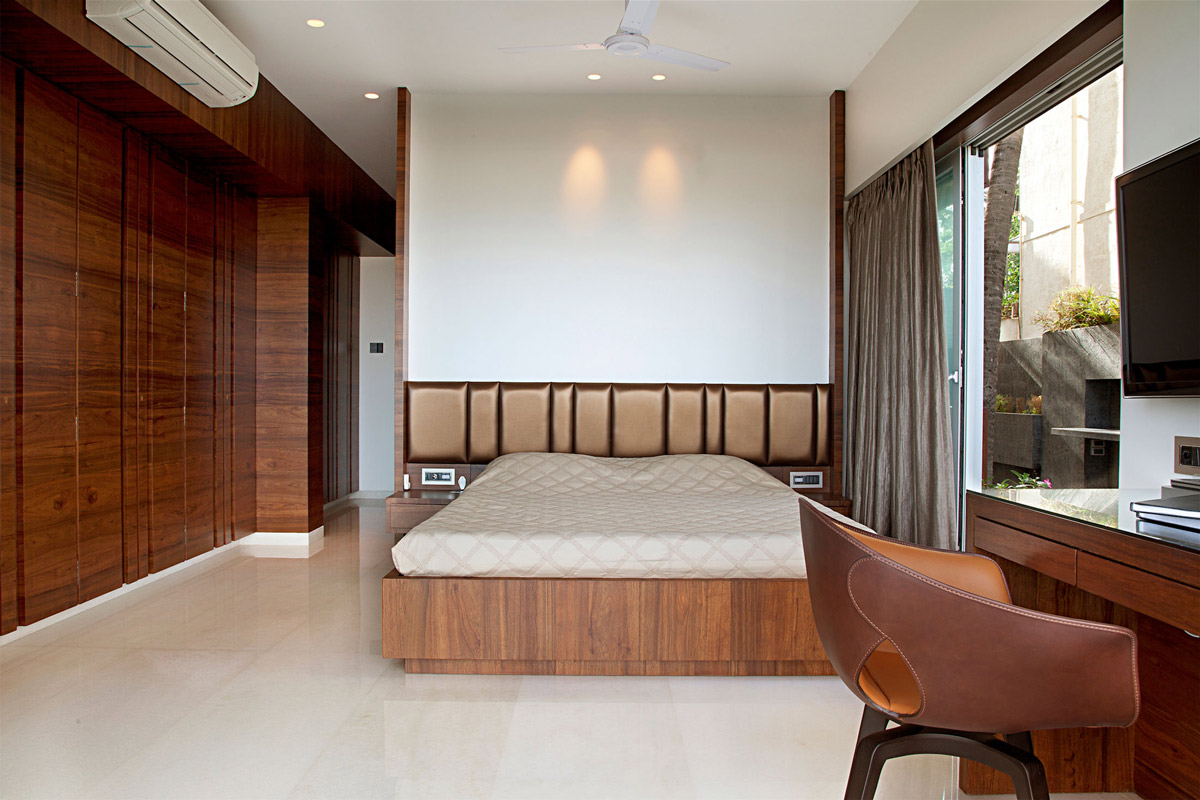 Bedroom, Apartment by the Beach in Mumbai, India by ZZ Architects
