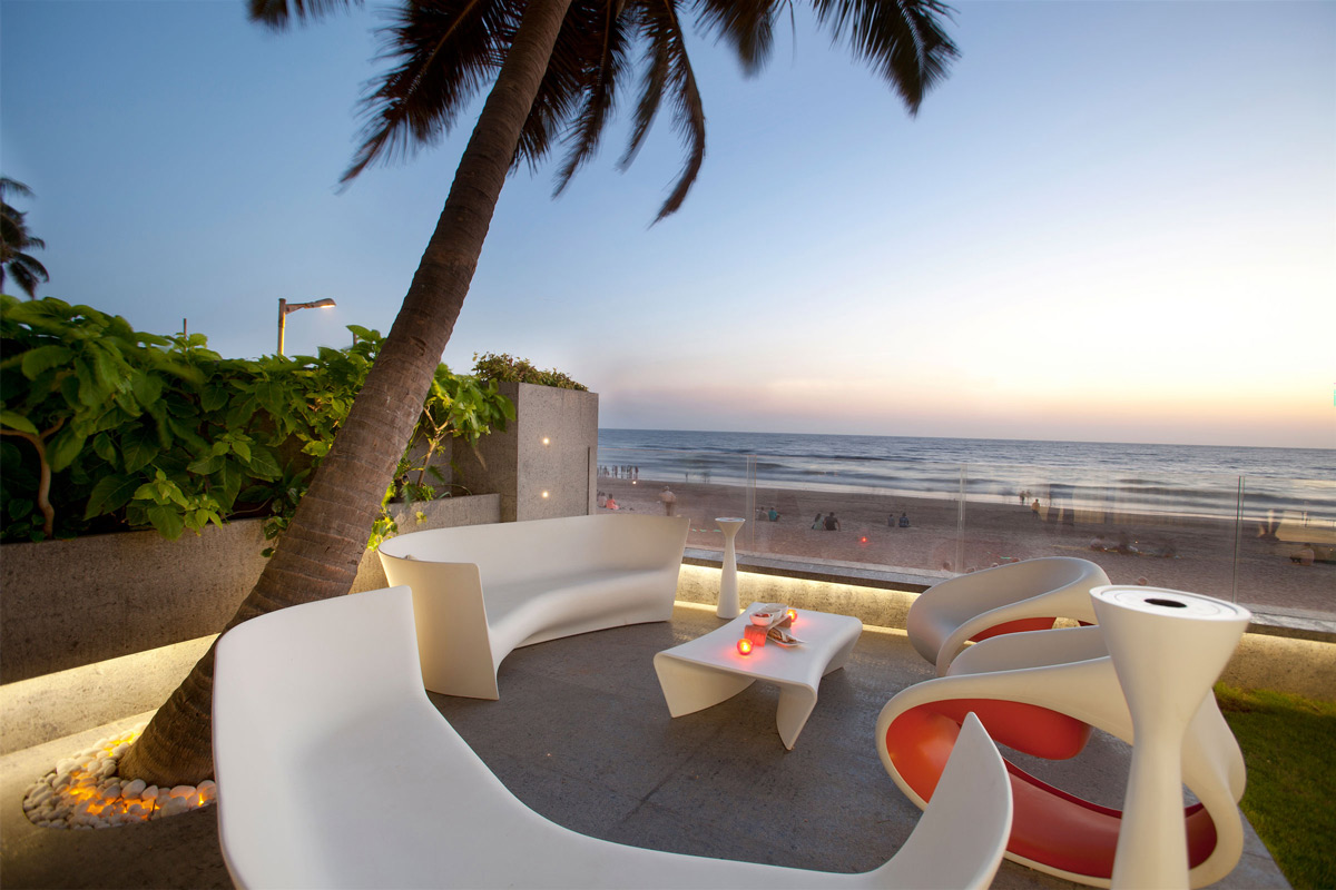 Terrace, Outdoor Living, Ocean Views, Apartment by the Beach in Mumbai, India by ZZ Architects