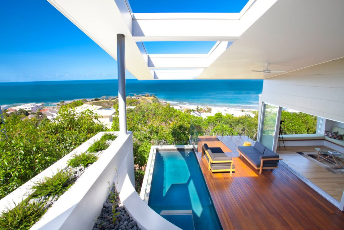 Coolum bays beach house in queensland australia for Beach house view