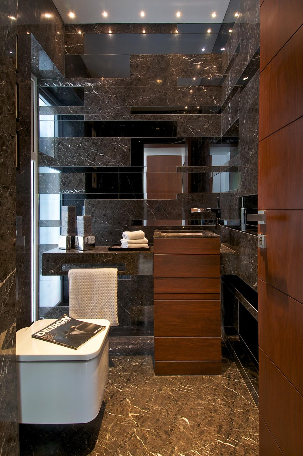 Bathroom, Dinesh Mill Bungalow in Baroda, India by Atelier dnD