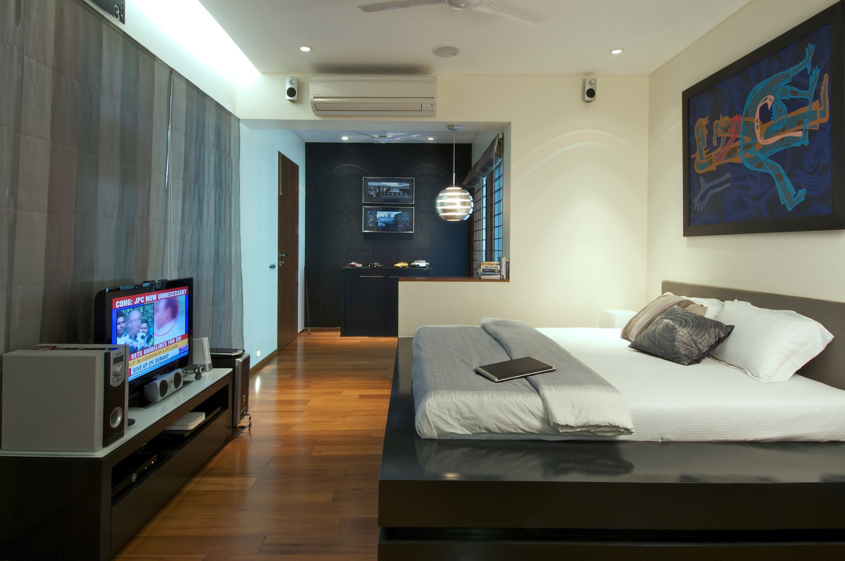 Bedroom, Dinesh Mill Bungalow in Baroda, India by Atelier dnD