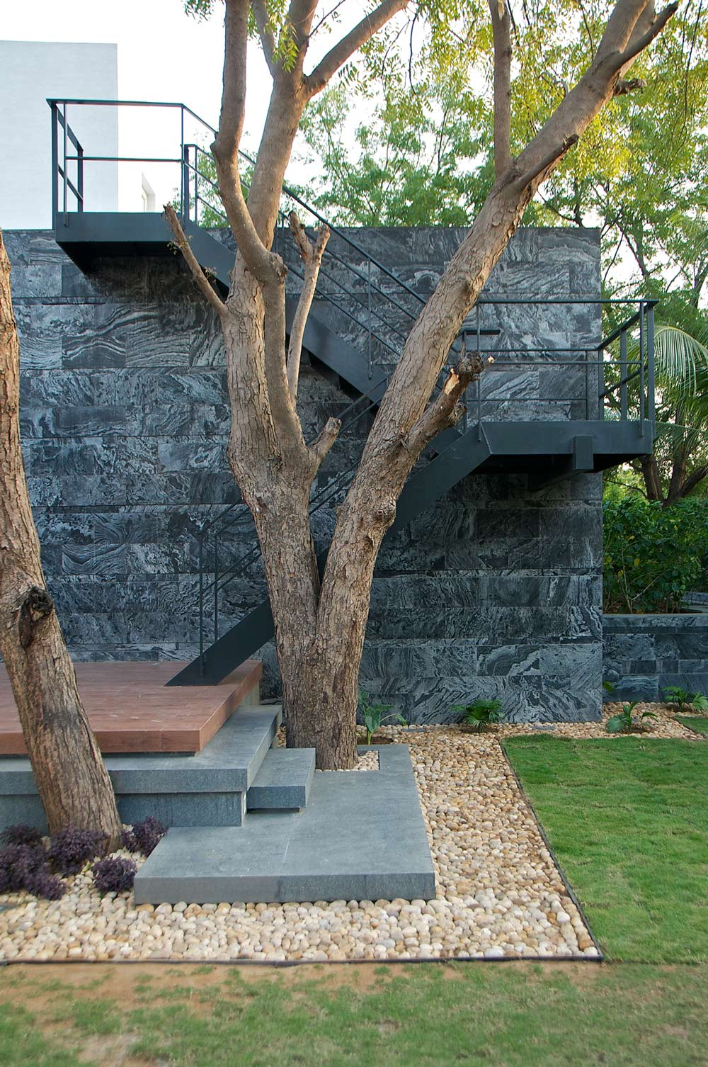 External Stairs, Dinesh Mill Bungalow in Baroda, India by Atelier dnD