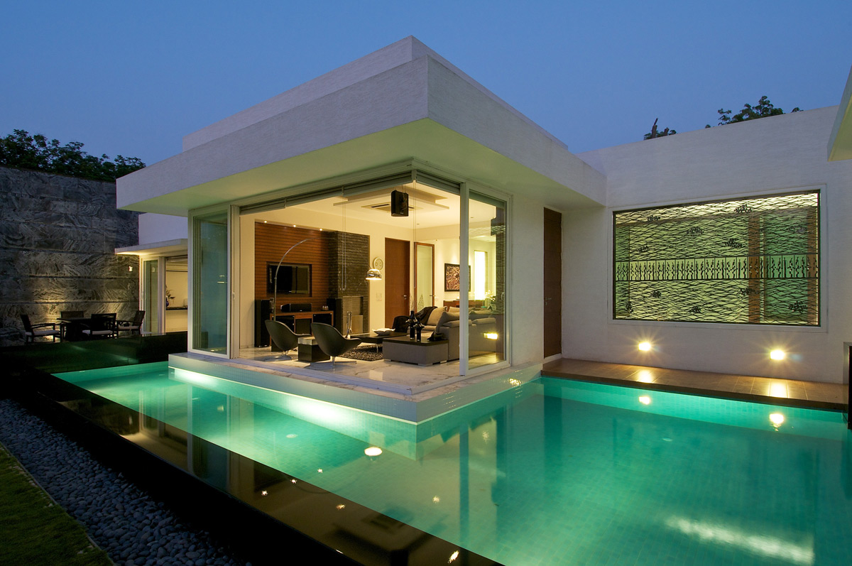 Poolside, Evening, Dinesh Mill Bungalow in Baroda, India by Atelier dnD