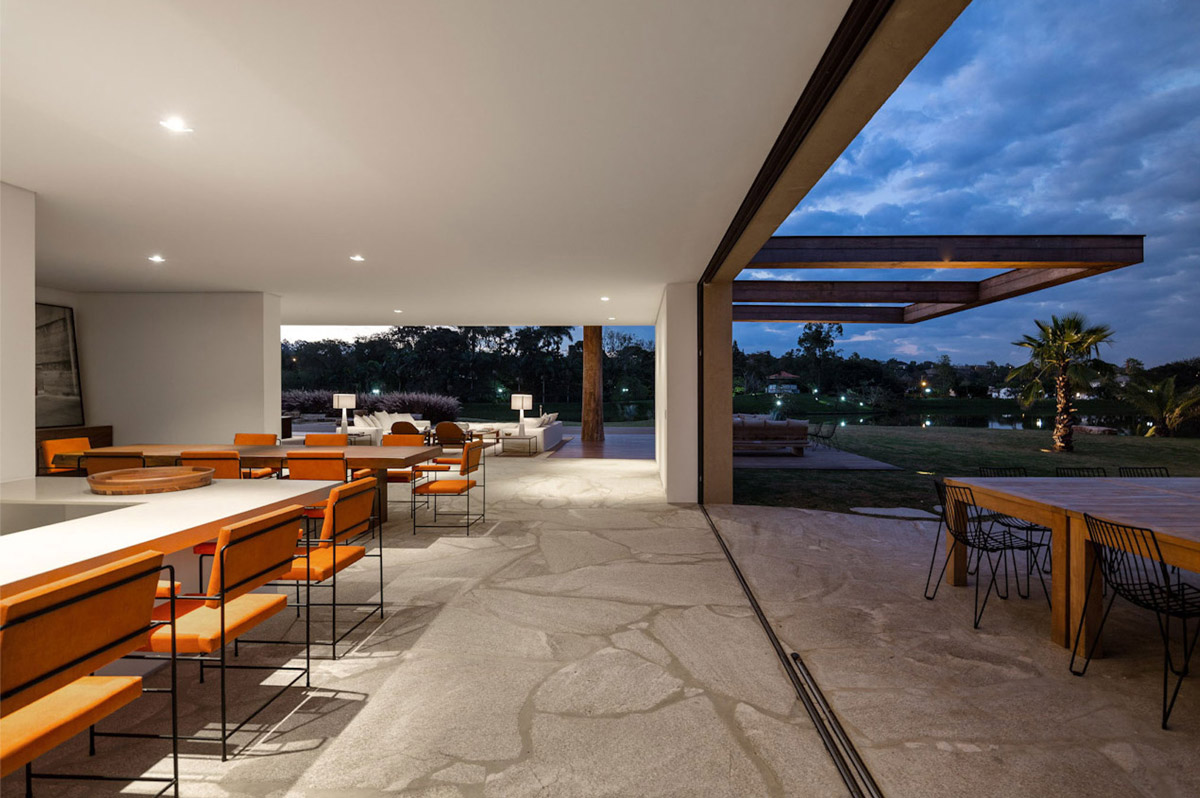 Kitchen, Dining, Terrace, Casa Itu in São Paulo, Brazil by Studio Arthur Casas