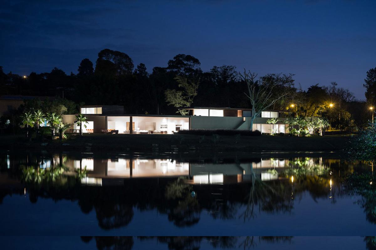 Lake View, Casa Itu in São Paulo, Brazil by Studio Arthur Casas