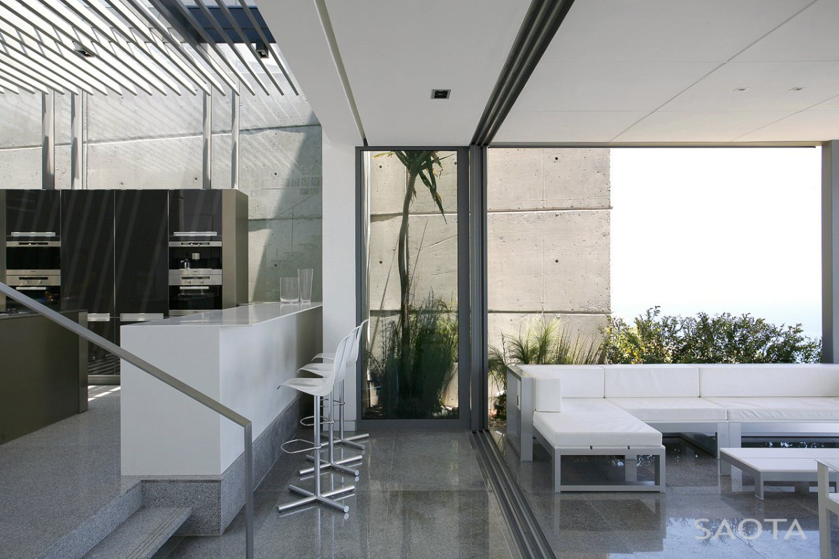 Breakfast Bar, Sofa, Contemporary 3-Level Home in Cape Town, South Africa
