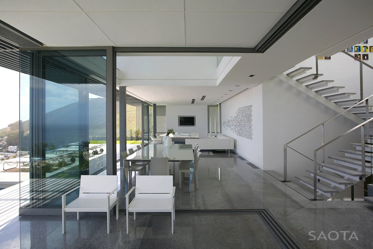 Contemporary 3 level home in cape town south africa for Modern open plan houses