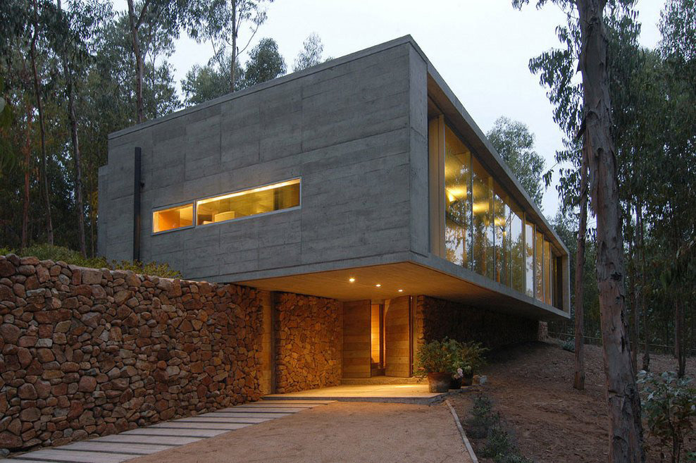 Entrance, Lighting, Omnibus House in Cachagua, Chile by Gubbins Arquitectos