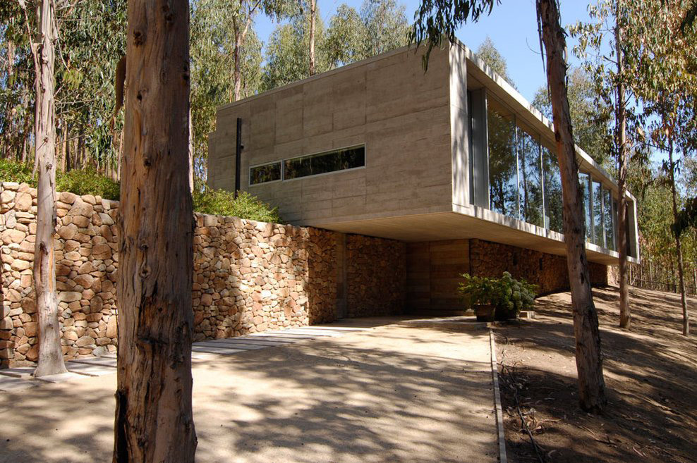 Entrance, Stone Walls, Omnibus House in Cachagua, Chile by Gubbins Arquitectos