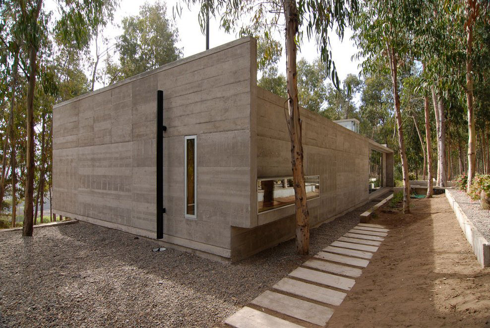 Exposed Concrete Walls, Omnibus House in Cachagua, Chile by Gubbins Arquitectos