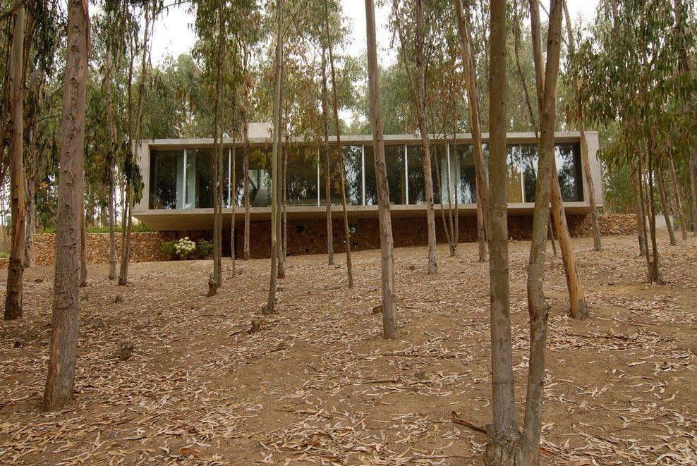 Glass Wall, Exposed Concrete, Omnibus House in Cachagua, Chile by Gubbins Arquitectos