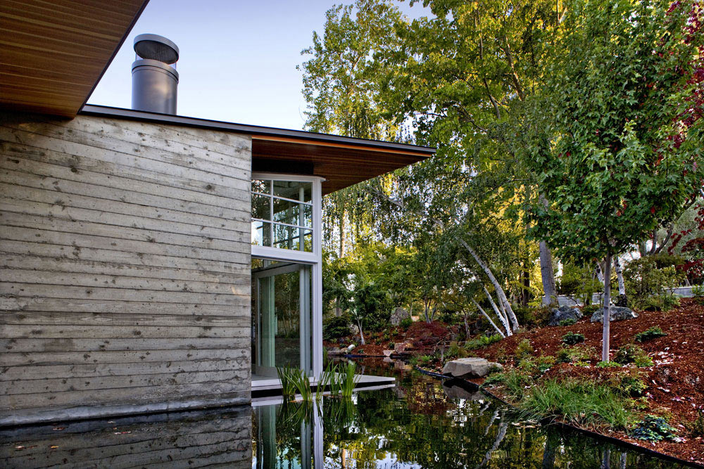 Garden, Water Feature, Sustainable Retreat by the Pond in Atherton, California