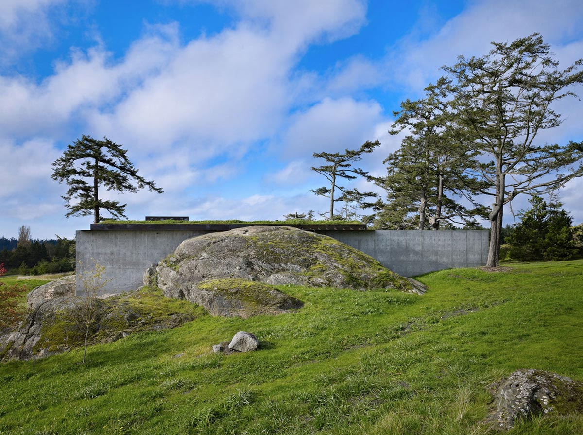 Garden, Concrete Wall, The Pierre on San Juan Island by Olson Kundig Architects