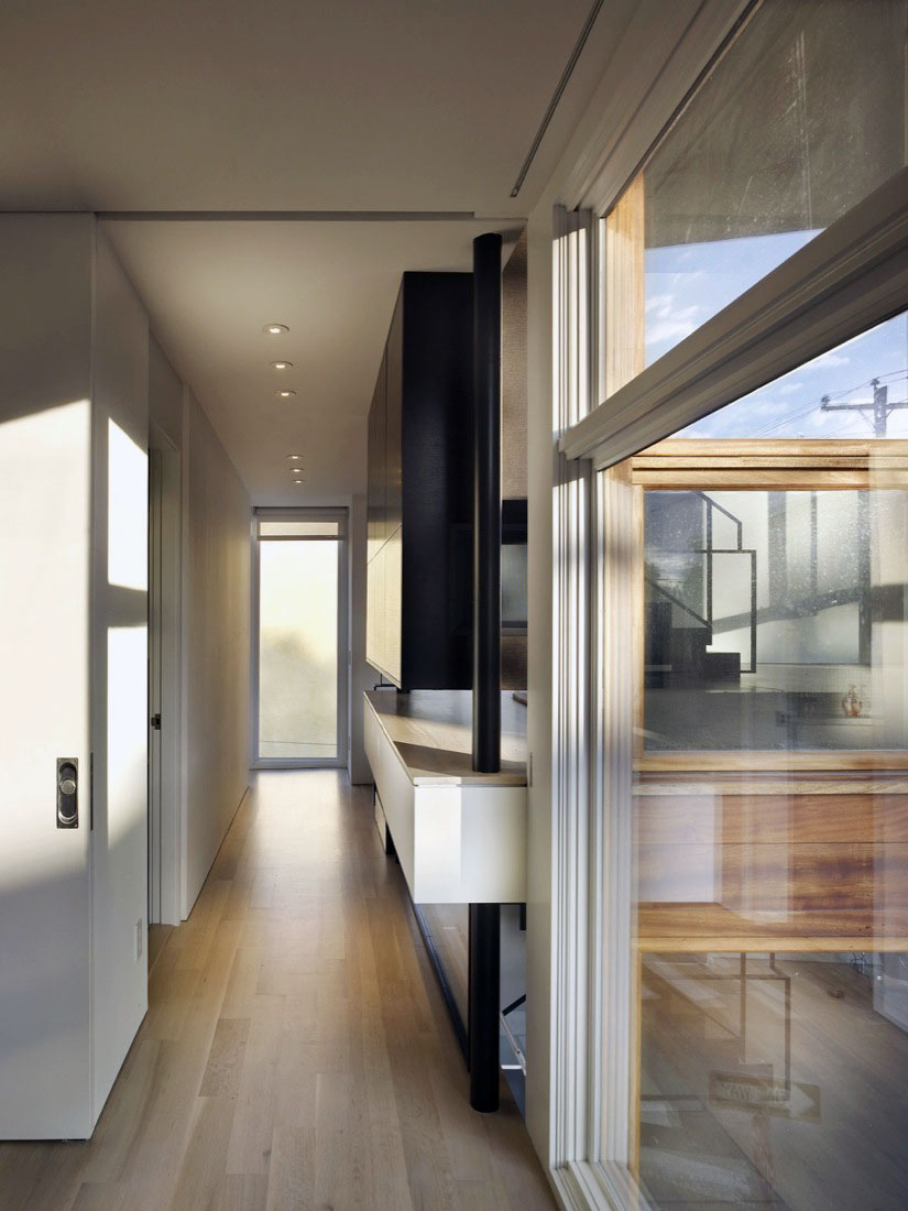 Hall, Split Level House in Philadelphia by Qb Design