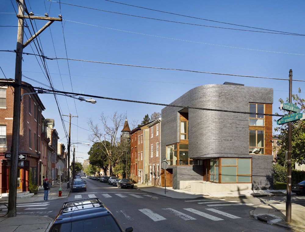 Street View, Split Level House in Philadelphia by Qb Design