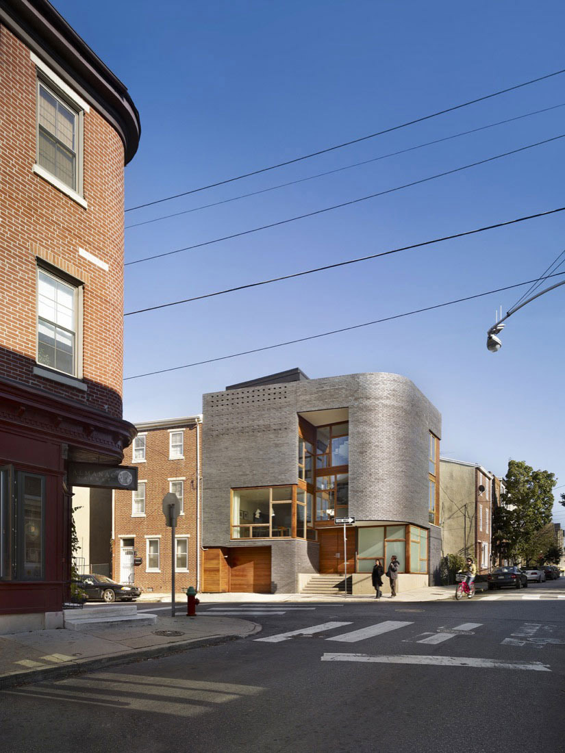 Street View, Split Level House in Philadelphia by Qb Design