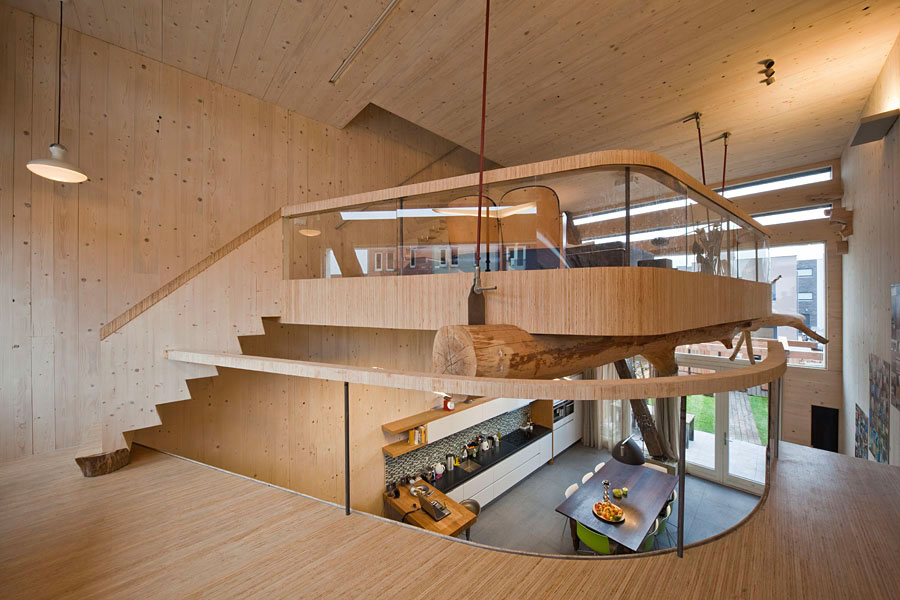 Mezzanine wooden interior eco friendly house in amsterdam for Architecture mezzanine