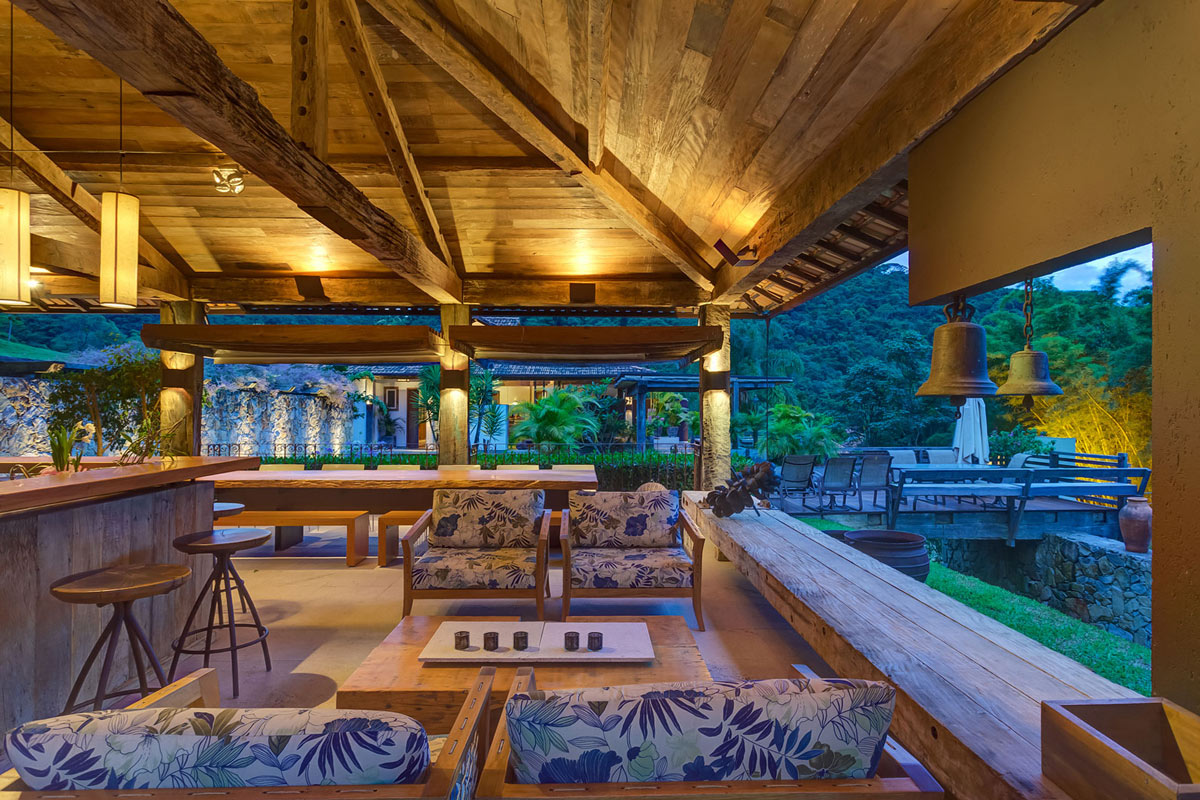 Bar Outdoor Living Space Charming Rustic House In