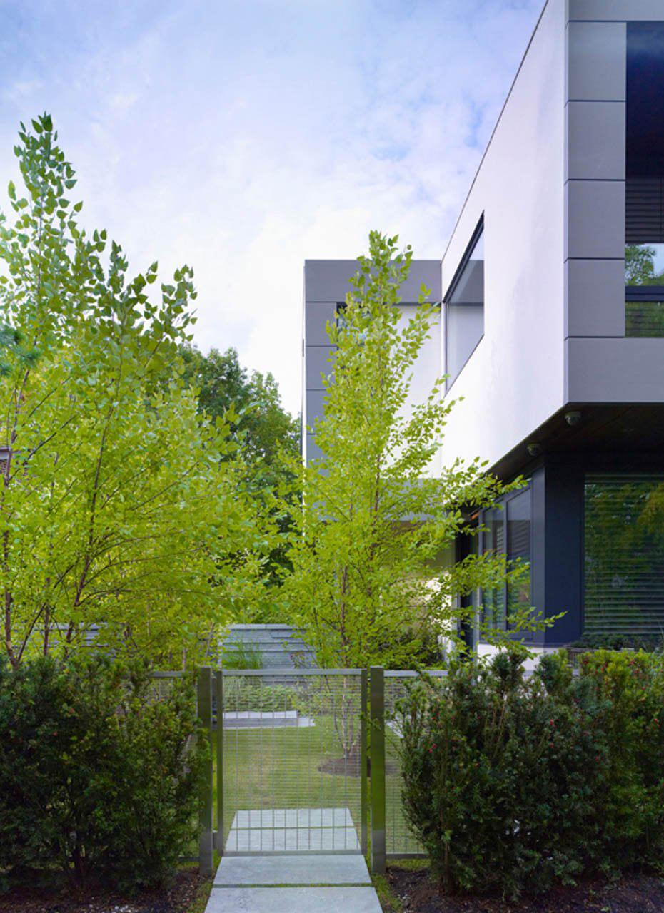 Garden Gate, Impressive Modern Home in Toronto, Canada