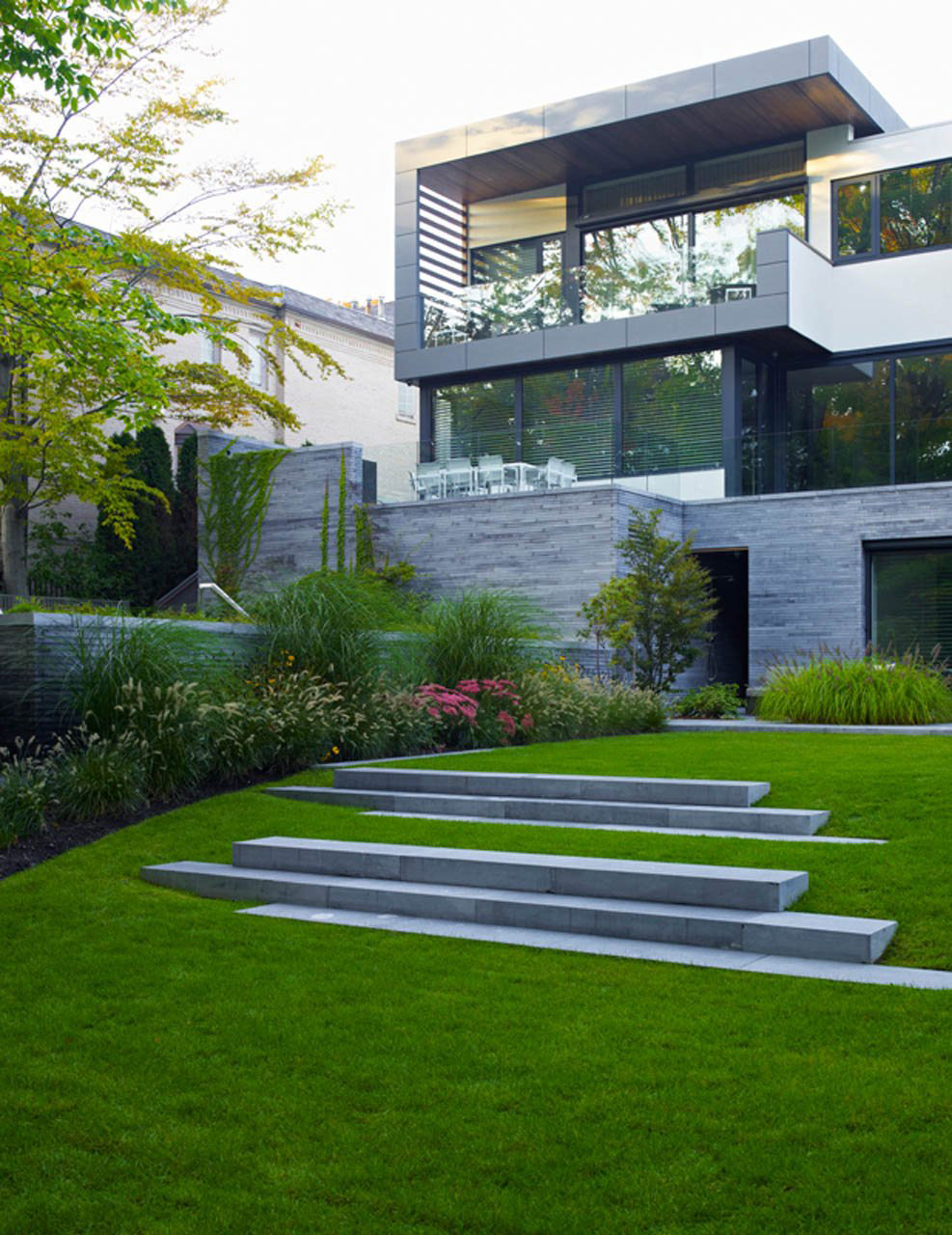 Lawn Steps, Impressive Modern Home in Toronto, Canada