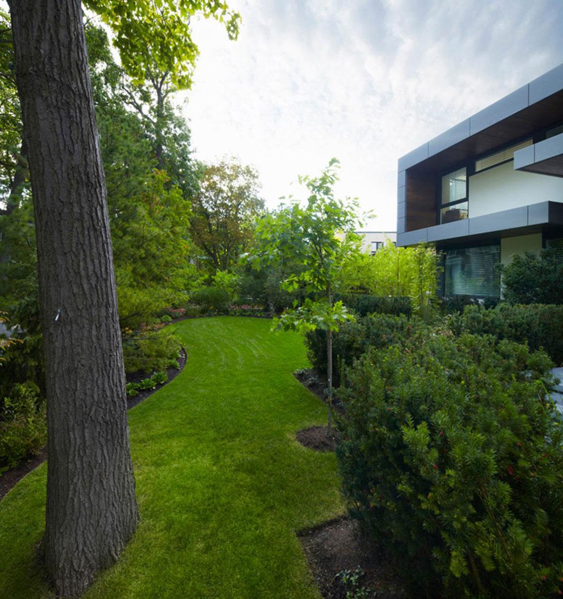 Lawn, Garden, Impressive Modern Home in Toronto, Canada