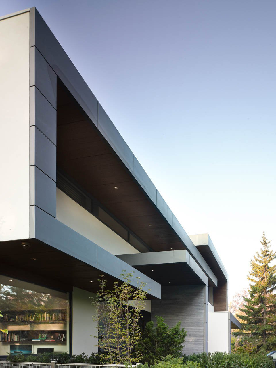 Side View, Impressive Modern Home in Toronto, Canada