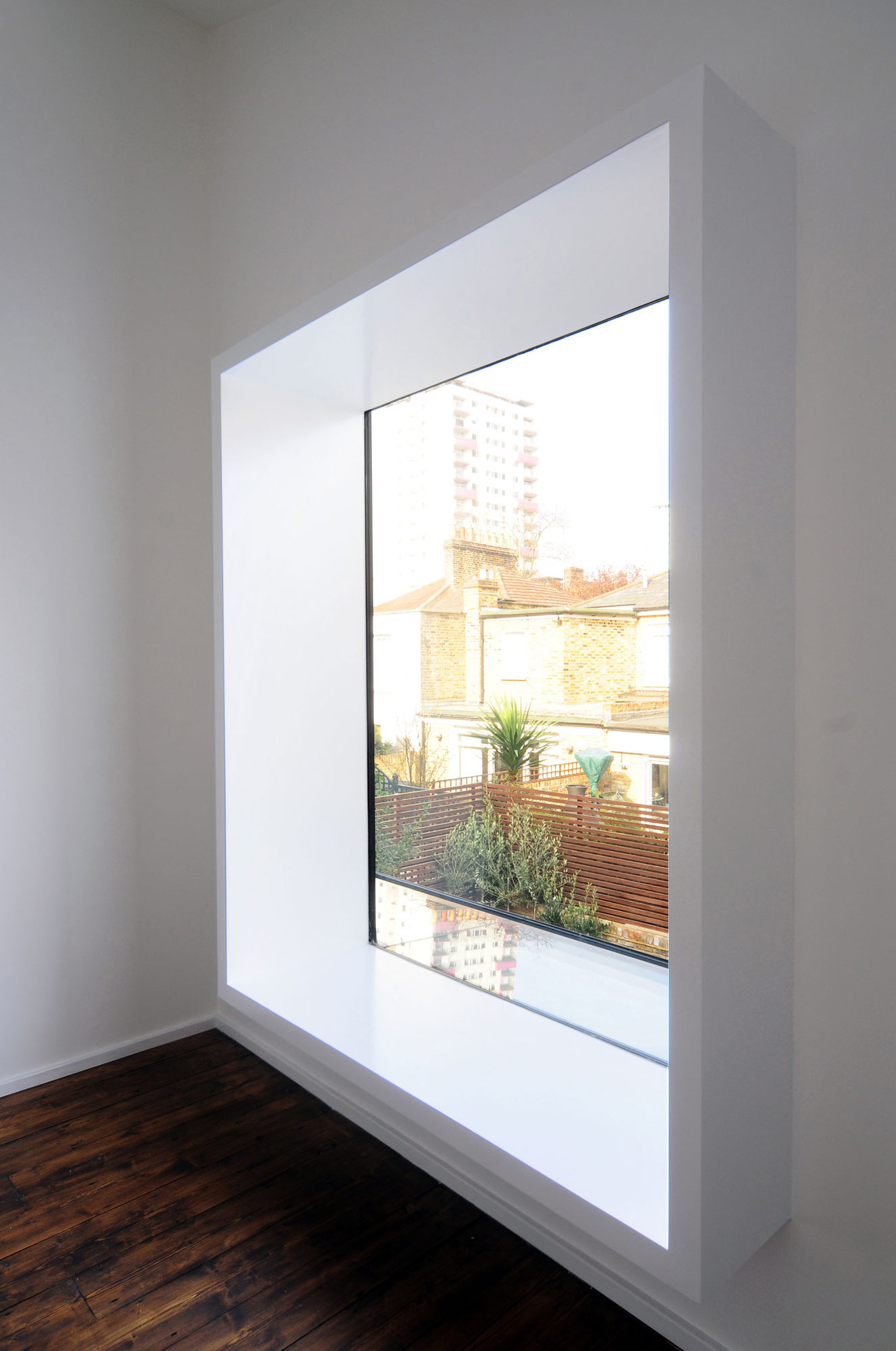 Large Window, Modern Home in London by Bureau de Change ...