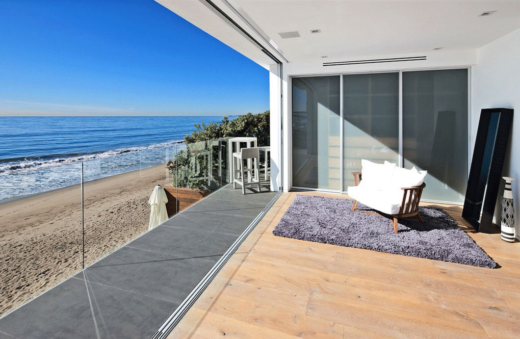 بيوت واطلالات على البحر Oceanfront-Home-Malibu-California-Balcony-Glass-Balustrading