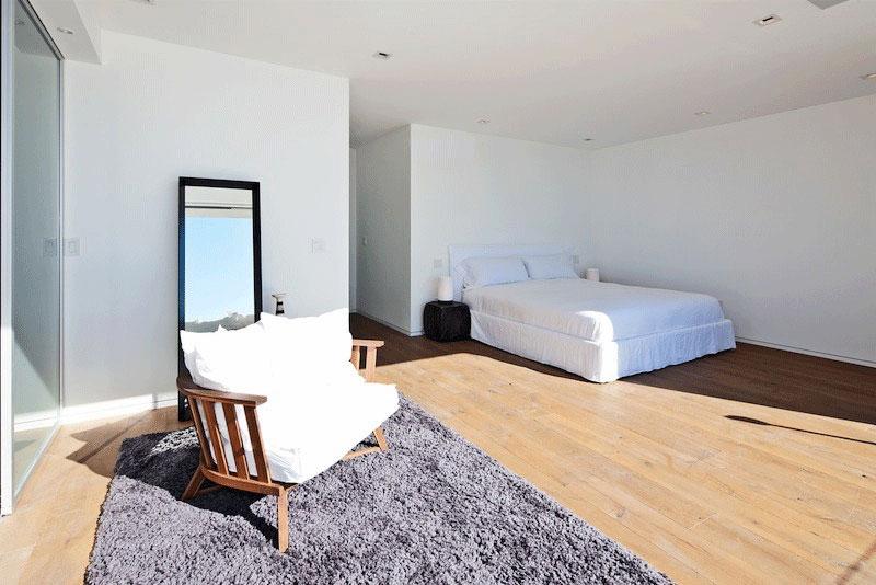 Bedroom Rug, Oceanfront Home in Malibu, California