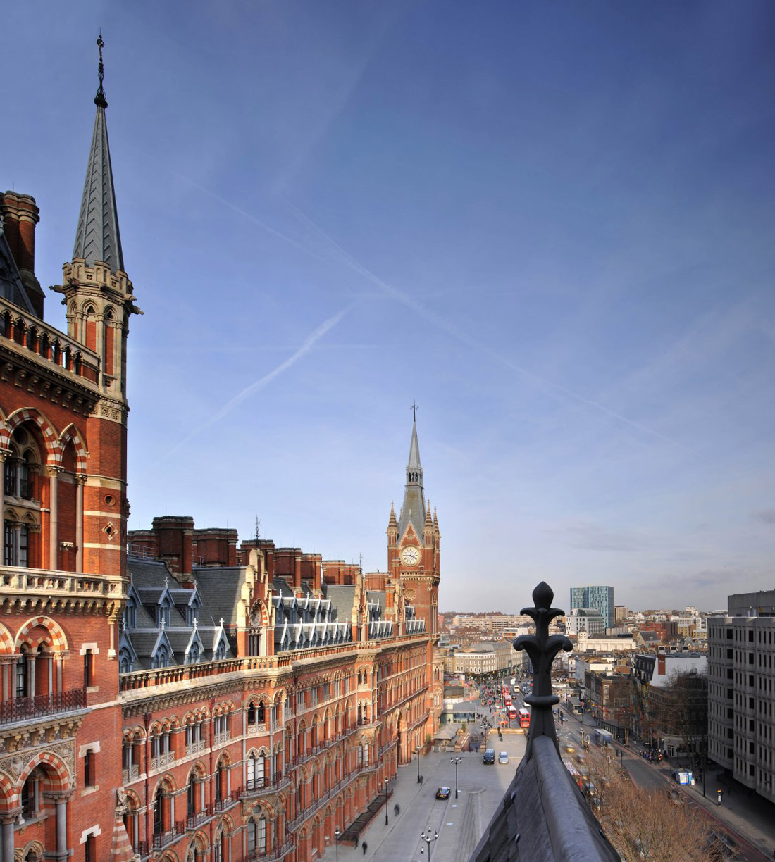 Views Across London, St Pancras Penthouse Apartment in London