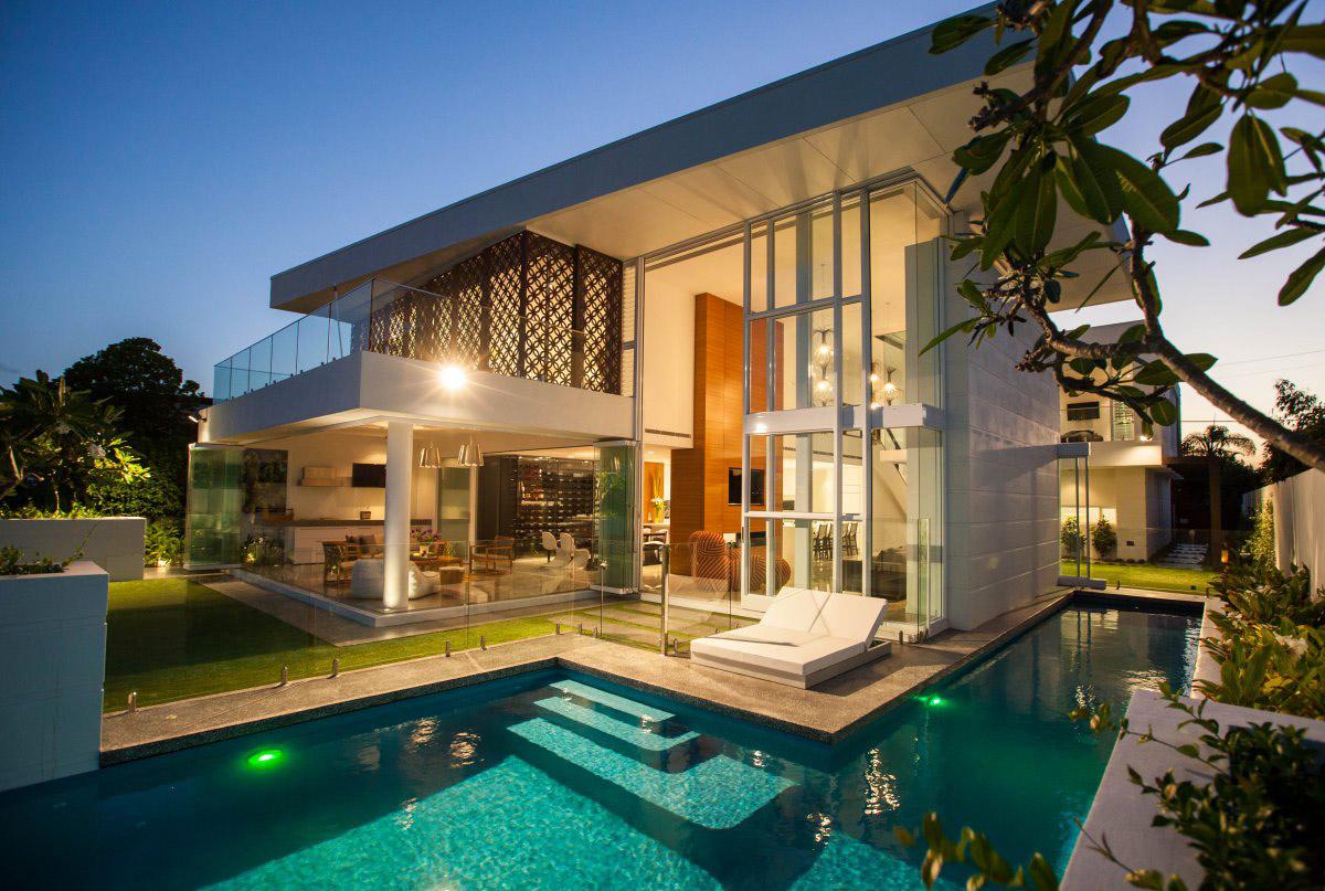 Stunning Waterfront Home in Queensland, Australia