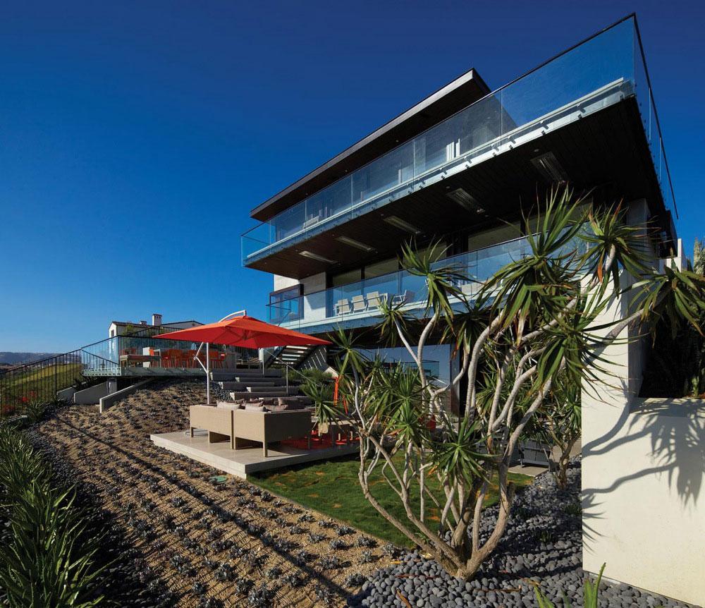 Garden, Terrace, Balcony, Contemporary Beach House in Dana Point, California
