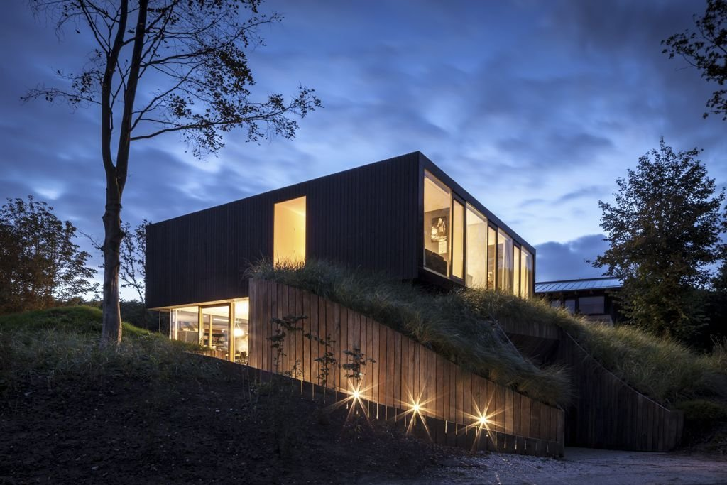 Dusk, Garden Lighting, Energy Efficient Home in Bloemendaal, The Netherlands