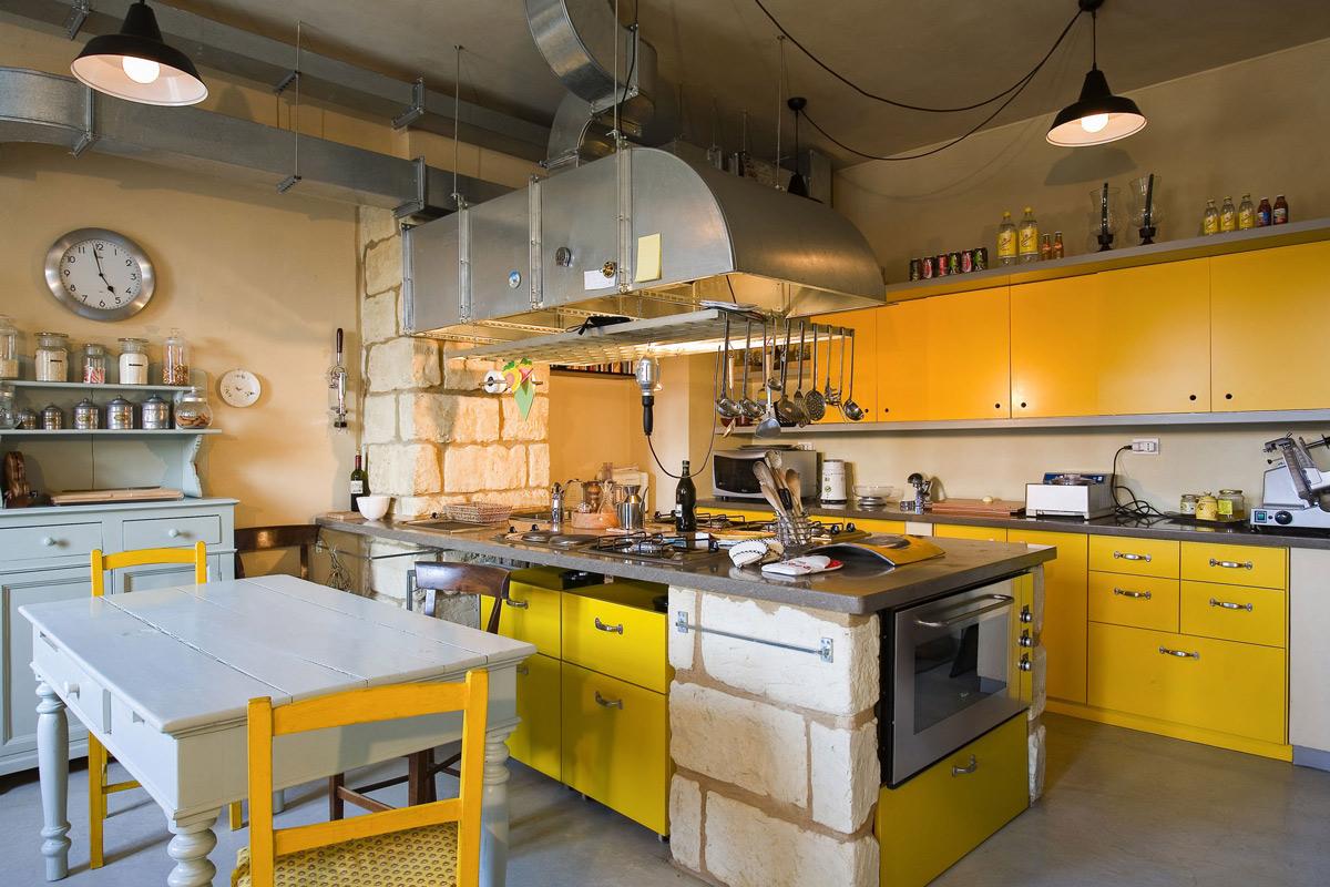 Kitchen Island, Breakfast Table, Rustic Farmhouse in Rosignano Monferrato, Italy