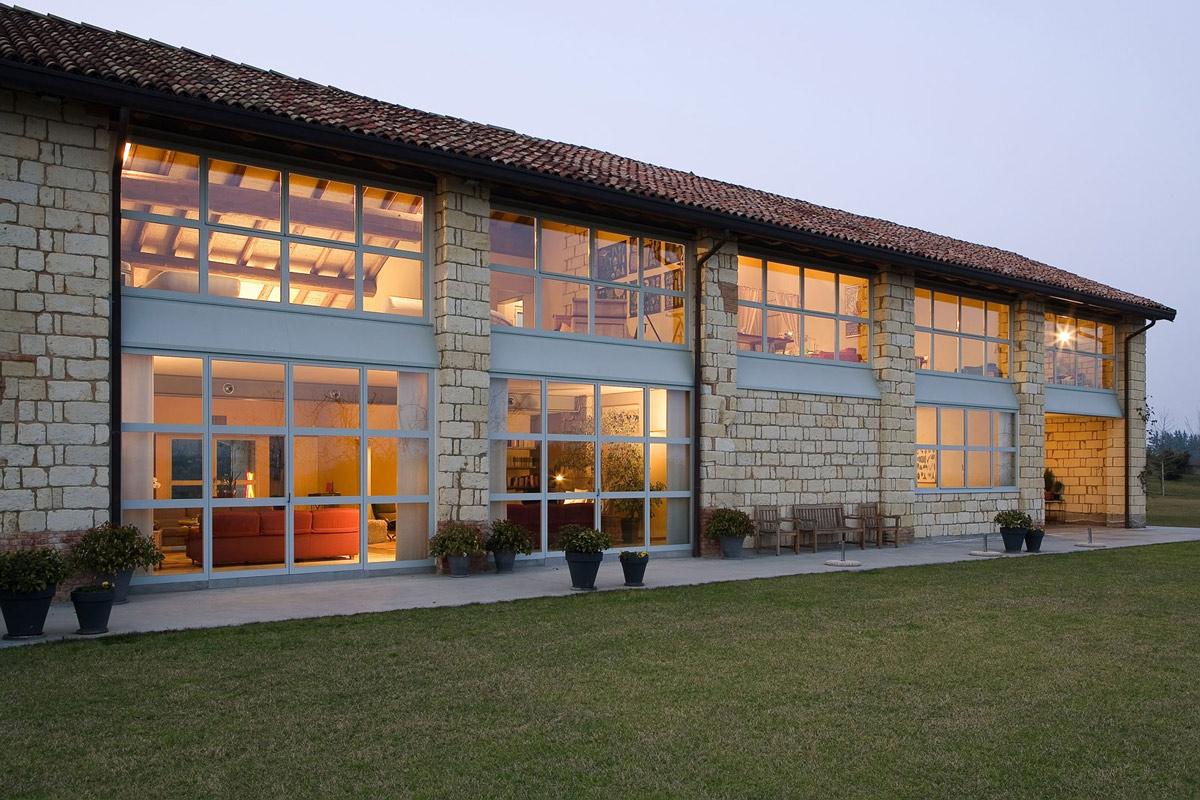Large Windows, Rustic Farmhouse in Rosignano Monferrato, Italy