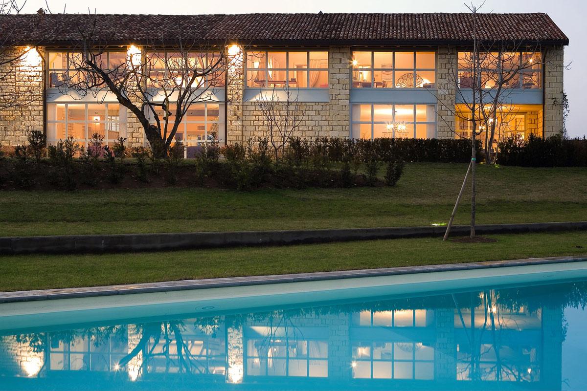 Outdoor Pool, Rustic Farmhouse in Rosignano Monferrato, Italy