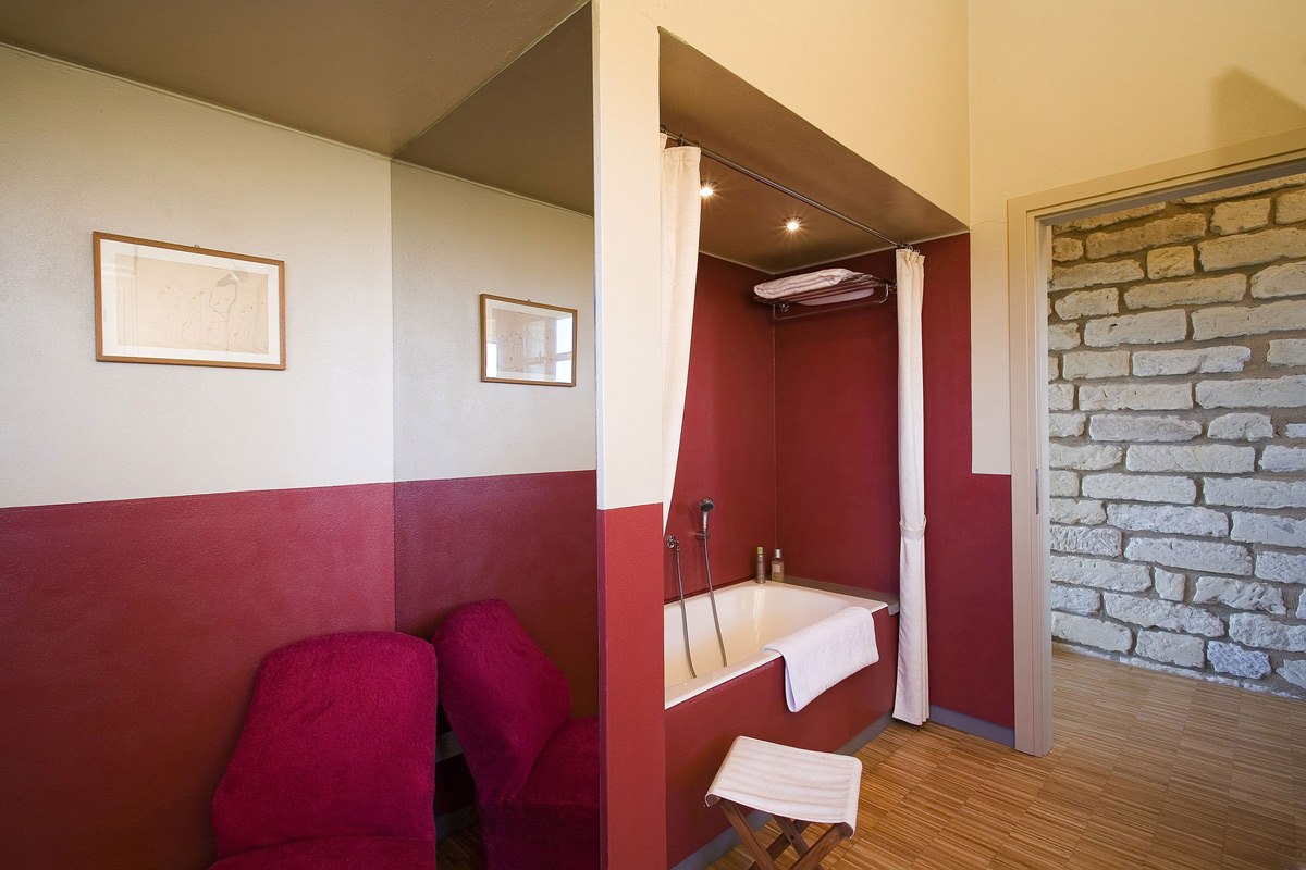 Red Bathroom, Rustic Farmhouse in Rosignano Monferrato, Italy