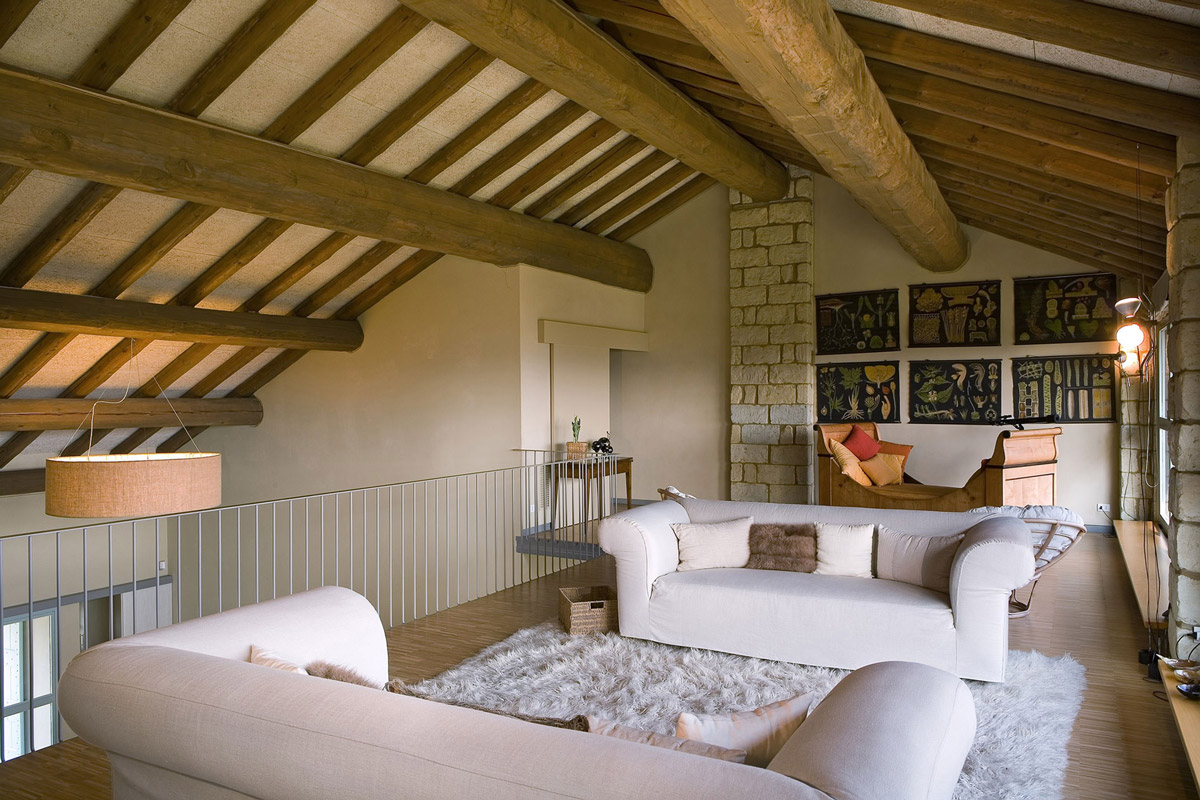 White Sofas, Rug, Rustic Farmhouse in Rosignano Monferrato, Italy