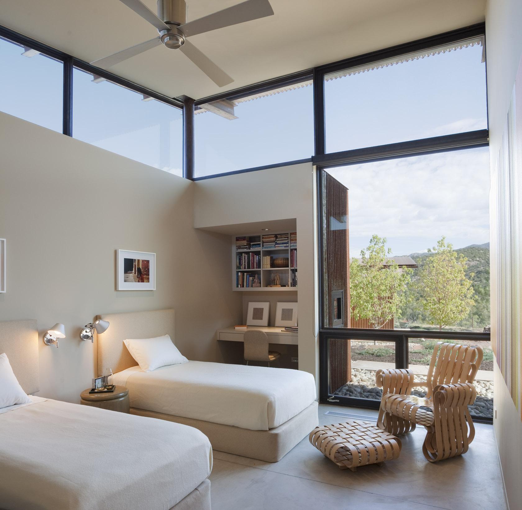 Bedroom, Open Plan, Desert House in Santa Fe, New Mexico