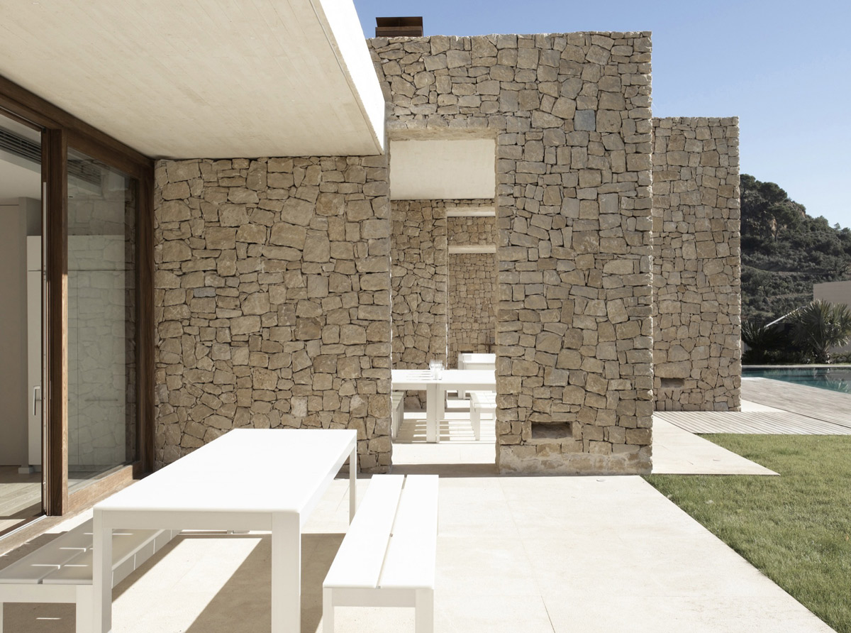 Patio, Stone Walls, Contemporary Home in Monasterios, Spain