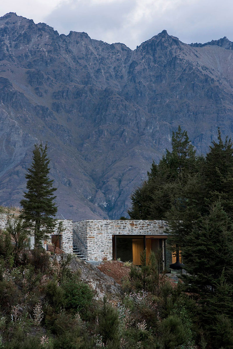 Stone Building, Mountain Retreat in Closeburn Station, New Zealand
