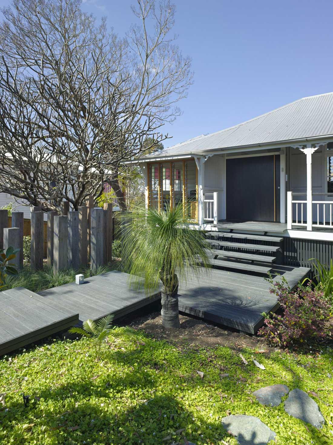 Entrance, Taringa House in Brisbane, Australia