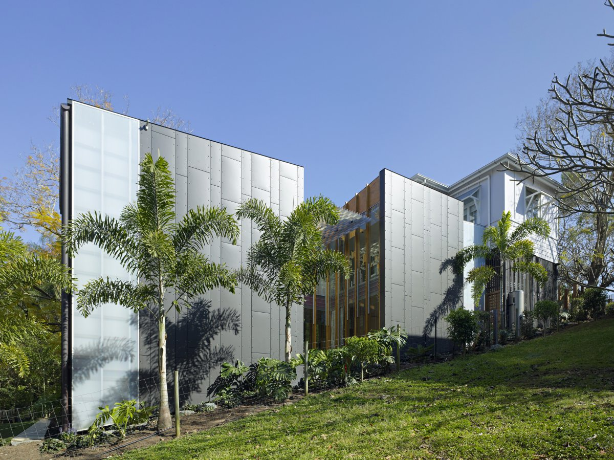Side View, Taringa House in Brisbane, Australia