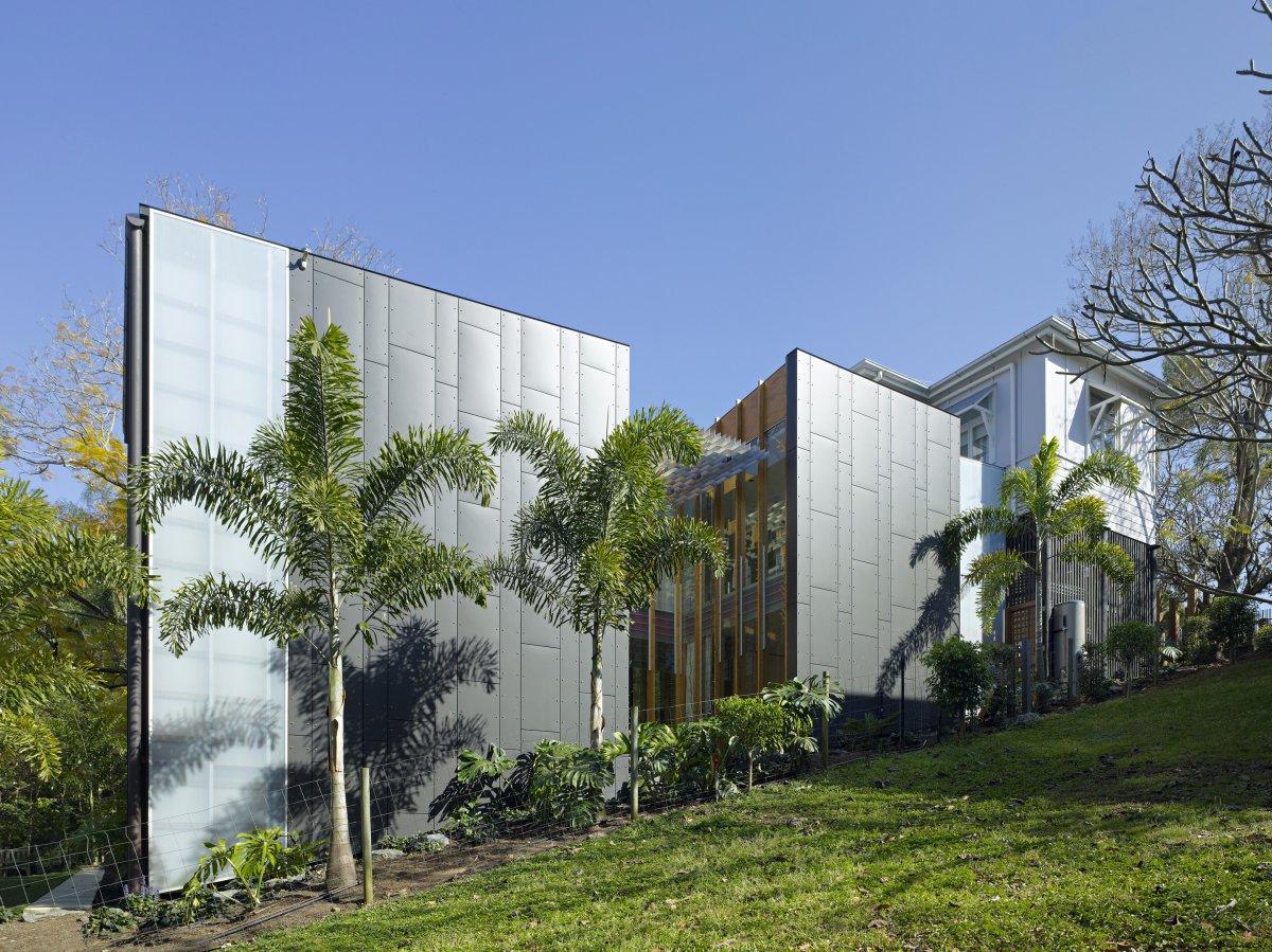 Side View, Taringa House in Brisbane, Australia